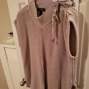 Jessica Simpson pull over sweater